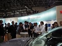 現役自動車ジャーナリストが来場者を案内する「ガイドツアー」には、約450人が参加した。
