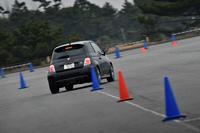 今回の試乗会は、大磯ロングビーチ周辺の一般道と、駐車場に特設されたジムカーナコースで開催された。ジムカーナコースはパイロン間隔の異なるスラロームやヘアピンを織り交ぜた本格的なもので、ラップタイムは速い人でも47秒台だった。