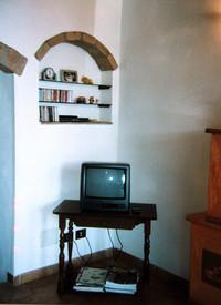 1998年に引っ越した家は元教会。そこでもミヴァールのテレビはお茶の間に鎮座していた。