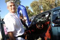 「アウトビアンキ保存会」役員のウンベルトさんの愛車は、ポルトローナフラウ社の革シート仕様。ステアリングはナルディだ。