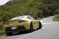 レーシングカーや特別な限定車を除き、アストン・マーティン史上最速モデルとされる「V12ヴァンテージS」。日本では2013年11月にデビューを飾った。