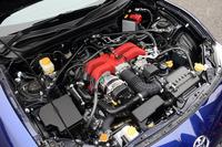 エンジンは、MT車限定ながら、吸排気系を変更。最高出力は7ps、最大トルクは0.7kgmアップした。