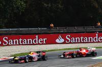 レッドブルは予選では速さが足りず、決勝では2010年韓国GP以来となる、2台無得点に終わった。セバスチャン・ベッテル(写真前)は5番グリッドから6位走行中、マシントラブルが深刻化する前に5周を残してストップ。マーク・ウェバーは11番グリッドから終盤にスピンしそのままガレージへ。ベッテルはアロンソ(写真後ろ)をコース外に追いやったことでドライブスルーペナルティーを受けたが、レース後、この決定に不満をあらわにした。なぜなら昨年のイタリアGP、同じ場所で同じようにアロンソがベッテルをコース外に押し出したが、アロンソには何もペナルティーがなかったから。しかし今年はよりルールが厳格化されており、ベッテルへのペナルティーもその結果と思われる。(Photo=Red Bull Racing)