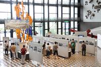 企画展「開設80周年記念 多摩川スピードウェイ ~日本初の常設モーターサーキット~」の会場風景。