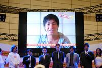 発表会の会場には、スペシャルサポーターの小林可夢偉もビデオレターで出演した。