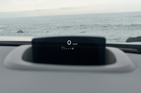 運転席側のダッシュボード上に置かれるヘッドアップディスプレイ。上級モデル「グリフ」限定のアイテムである。