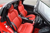 「S660 MUGEN RA」のインテリア。赤い本革シート(一部合成皮革)が目を引く。