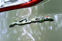 """2代目「クーガ」は日本で2013年9月に発売された。1.6リッター""""エコブースト""""エンジンのみの設定とされたが、今回(2015年8月)それが改められ、1.5リッターと2リッターの2本立てとなった。"""