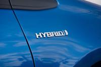 今回の大幅改良では、日本仕様の「ヴィッツ」として初めてハイブリッドモデルが設定された。