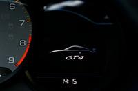 「ケイマンGT4」のシャシーおよびブレーキシステムには「911 GT3」のコンポーネンツがそのまま流用されている。写真は、メーター上に表示されるイメージ映像。