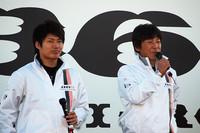 レーシングドライバー大嶋和也(写真左)、影山正彦(写真右)の両氏。