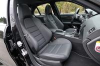 前席には、セミバケットタイプのAMG専用スポーツシートが備わる。