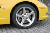 タイヤサイズは、前後とも1インチアップ。フロントが245/40ZR18、リアは285/35ZR19インチを履く。銘柄は「グッドイヤー イーグルF1」。