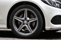 装着されるタイヤのサイズは前が225/45R18、後ろが245/40R18となる。