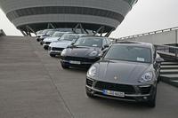 試乗の舞台となったポルシェのライプチヒ工場に並んだ、新型SUV「マカン」。