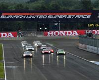 """GT500クラスがスタート。チャーン・インターナショナル・サーキットは、このレースが""""こけら落とし""""となった。"""