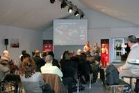会見は、フランスのパリから南へ30kmの、リナ・モンレリー・サーキット特設テントにて行われた。