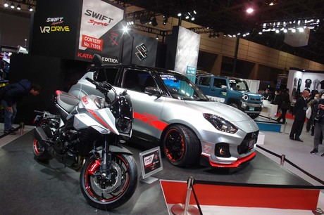 スズキは東京オートサロン2020のブースに、デビュー間もない新型「ハスラー」や「ジムニーシエラ」、「スイ...