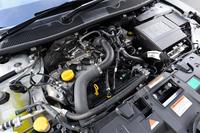 マイナーチェンジを機に採用された、1.2リッター直4ターボエンジン。これまで「メガーヌ エステートGTライン」に搭載されていた2リッター直4に比べ、ピークパワーこそ8ps劣るが、最大トルクは1.0kgmアップした。