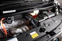 搭載されるパワーユニットは、2.5リッター直4エンジンを中心に前1基、後ろ1基のモーターを組み合わせた電気式四輪駆動のハイブリッドシステム。197psのシステム最高出力を発生する。