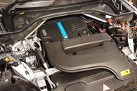 フロントに搭載されるパワーユニット。エンジンとモーターを組み合わせ、最高出力313psと最大トルク45.9kgmを発生する。