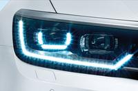 LEDヘッドライト(オートハイトコントロール機能、LEDポジションランプ付き)