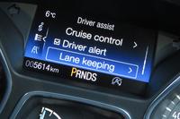 各種運転支援システムの設定は、モニター上での操作を通じて変更できる。