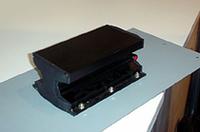 アルトモービルが参考出品したサブウーファーはシートに振動を伝えるユニークな構造。
