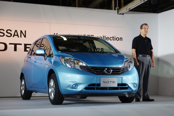 2012年9月3日の新型「日産ノート」発売に先駆けて、8月28日にはその発表会が行われた。傍らに立つのは、日産自動車の志賀俊之COO。会場では車両開発者らも登壇し、ニューモデルの魅力をアピールした。