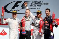 イギリスGPのポディウム。優勝はメルセデスのルイス・ハミルトン(右から2番目)で今季5勝目、2位はウィリアムズのバルテリ・ボッタス(一番左)で自身最高位を更新、3位に入ったのはレッドブルのダニエル・リカルド(一番右)。(Photo=Red Bull Racing)