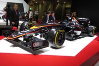 F1マシンの「マクラーレン・ホンダMP4-30」。写真は2015年の東京モーターショーでの展示の様子。