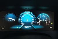 現在までのところ、給油時にドライブコンピューターが示したベストの平均燃費値は10.3km/リッターである。