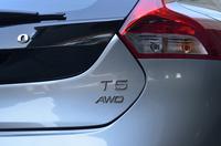 「ボルボV40クロスカントリー T5 AWD」が日本で発売されたのは、2013年5月のこと。それから2年がたち、パワートレインは新世代のものへと刷新された。