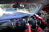 【Movie】三菱WRCドライバー、ジル・パニッツィと同乗走行〜ランサーが滑る!〜