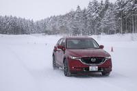 今回は挙動の変化しやすい雪上で試乗することで、躍度の変化をつかみやすくするという試みである。