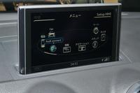 MMIナビゲーションシステムの7インチ液晶ディスプレイ。
