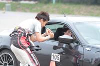 今回のプログラムには、サーキット走行の基礎などを学ぶドライビングレッスンも含まれている。