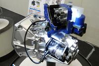 5段ロボタイズドMTの「オートギアシフト」。現在のところ日本への導入予定はないとのこと。