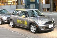 今回の実証試験に使われる電気自動車「MINI E」。