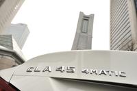 シリーズの最上位に位置する「CLA45 AMG 4MATIC」。360psを発生する2リッター直4ターボエンジンに、4WDシステムが組み合わされる。