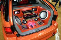 アメリカのカーオーディオのビックブランド「ロックフォード」を搭載したアコード・ワゴン。エクステリアのオレンジ色を引き立てるリアの作り込みに注目。ロックフォードの最新モデルを装着して、カーオーディオの楽しさをアピール。