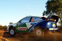 徹底した低重心・軽量化を進めた「フォーカスWRC03」。その改良版「WRC04」を継続投入し、厳しい台所事情のなか踏ん張りを見せている。(写真=フォード)