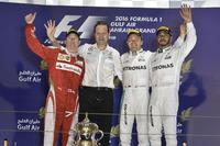 第2戦バーレーンGPを制したメルセデスのニコ・ロズベルグ(右から2番目)、2位に終わったフェラーリのキミ・ライコネン(一番左)、3位メルセデスのルイス・ハミルトン(一番右)。(Photo=Ferrari)