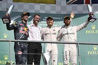 F1第13戦ベルギーGPを制したメルセデスのニコ・ロズベルグ(右から2番目)、2位はレッドブルのダニエル・リカルド(一番左)、3位に入ったメルセデスのルイス・ハミルトン(一番右)。(Photo=Mercedes)