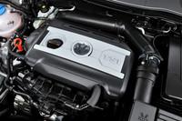 「ゴルフGTI」と同じ2リッターターボエンジンに、湿式6段DSGトランスミッションの組み合わせ。カタログ燃費は11.6km/リッター(JC08モード)。