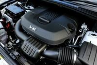 3.6リッターV6エンジンは従来型と変わらぬ286psと35.4kgmを発生する。