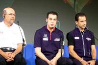 写真左から、ロバート・クラーク社長(ホンダ・パフォーマンス・ディベロップメント)、サム・ホーニッシュ・ジュニア、エリオ・カストロネベス。