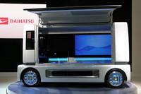 直方体デザインの「FC商ケース」は床下の燃料電池システムに注目。