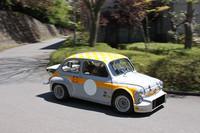 施設内の通路で行われた「アバルト・タクシー」こと同乗体験走行。フィアット600ベースのリトルモンスターである「1000TCRベルリーナ・コルサ」もタクシーキャブとして駆り出された。