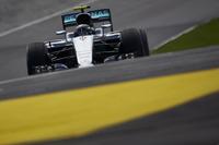 またしてもチームメイトと接触、目前の優勝を逃し4位に終わったニコ・ロズベルグ。「ルイス(ハミルトン)がターンインしてきて驚いた」とはレース後の弁。なおレース後、接触の責任を問われたロズベルグはスチュワードから10秒加算のペナルティーを受けたのだが、後方との間に十分な差があったため順位は変わらず。(Photo=Mercedes)